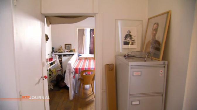 capture d'écran d'un reportage d'Arte dans l'appartement de Thomas Clerc