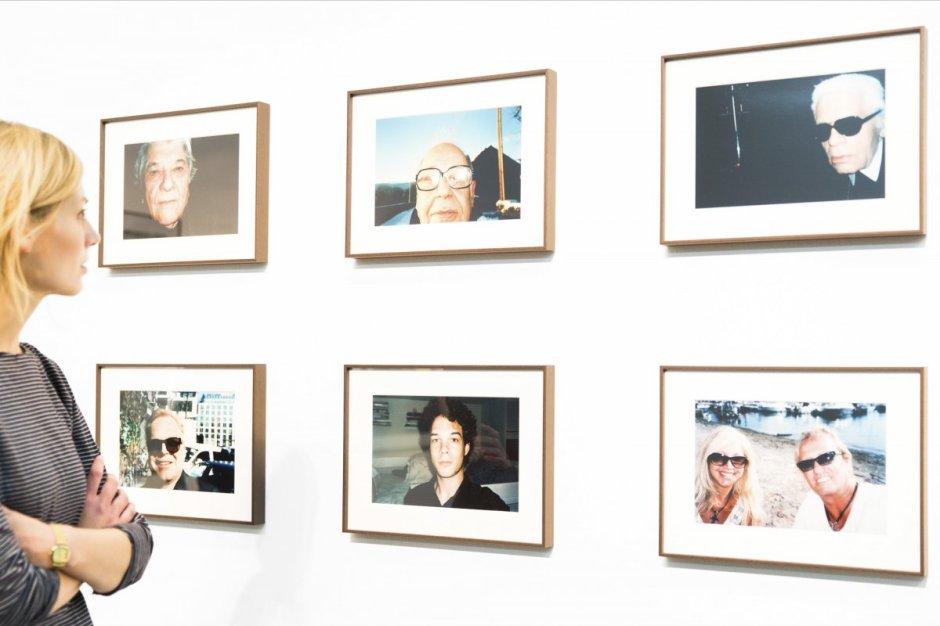 Ansicht-Jonas-Unger-Autoportraits-2010-heute-©-NRW-Forum-Düsseldorf-Foto-Andreas-Kuschner-ALIMONIE
