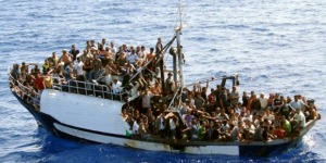 lampedusa-naufrage-dune-embarcation-chargee-dimmigrants-clandestins