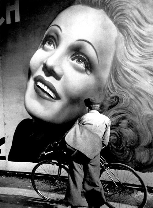 Brassai, affiche de Marlene Dietrich, Paris 1937
