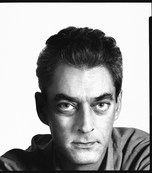 Paul Auster par Richard Avedon for the New Yorker (1995). Portrait commenté dans La Pipe d'Oppen