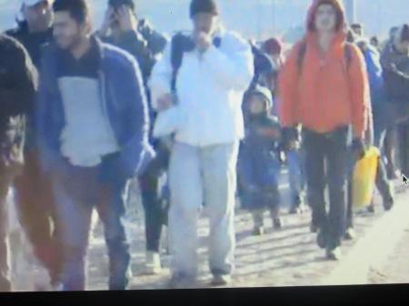 Réfugiés qui marchent