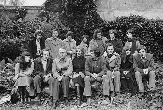 Roland Barthes et des participants du séminaire de l'Ecole des hautes études en sciences sociales, Paris, 1974. Colette Fellous est à gauche, assise. Egalement présents Mathieu Lindon et Chantal Thomas