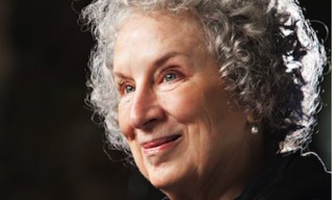 Margaret Atwood en 2014, photo Murdo MacLeod / The Guardian