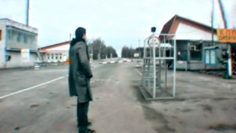 Maxime revient vers sa maison à Pripyat, Ukraine, après l'accident nucléaire survenu à Tchernobyl