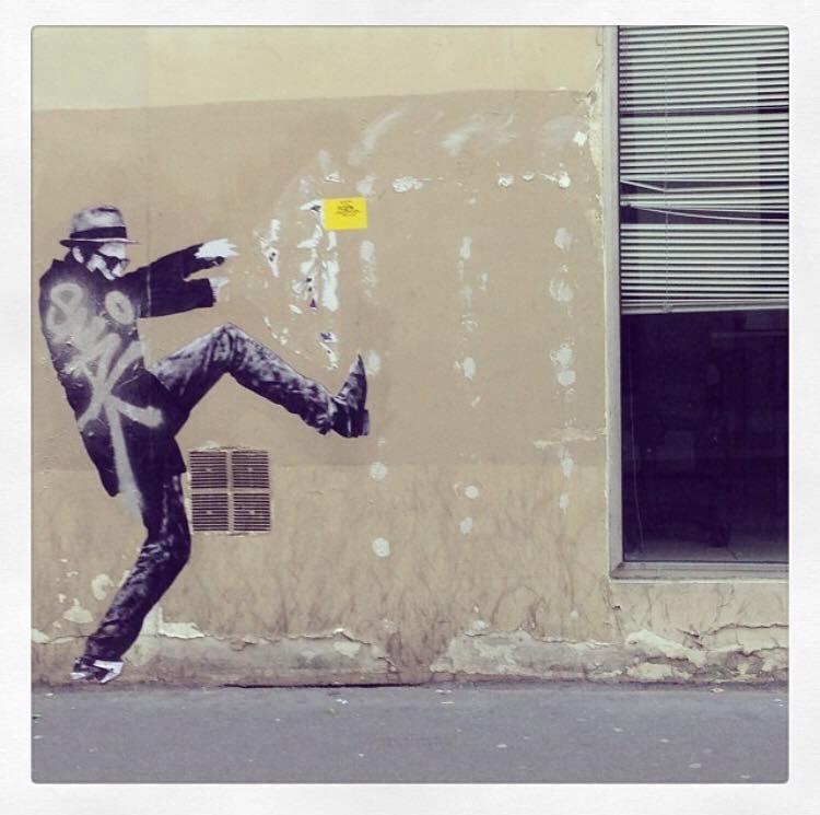 Le passe-muraille (street art parisien) © Christine Marcandier