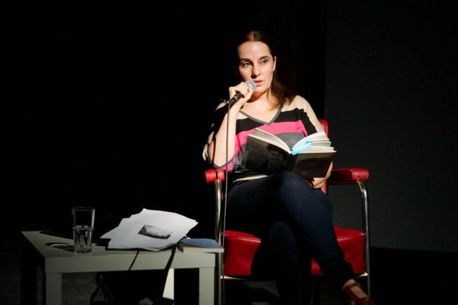 Sandra Moussempes - photographie d'Andres Donadio, festival Actoral